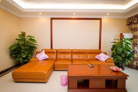皇家园林四房豪华商务旅游公寓