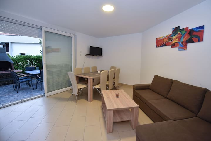 New adapted apartment for 8 near Zrce beach - Gajac