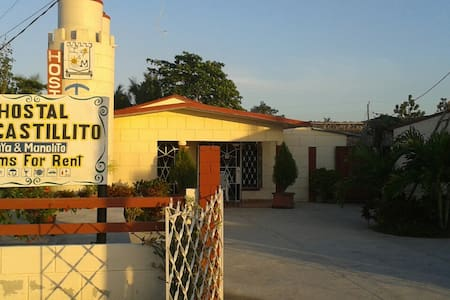 Hostal  El Castillito Yaya y Manolo - House