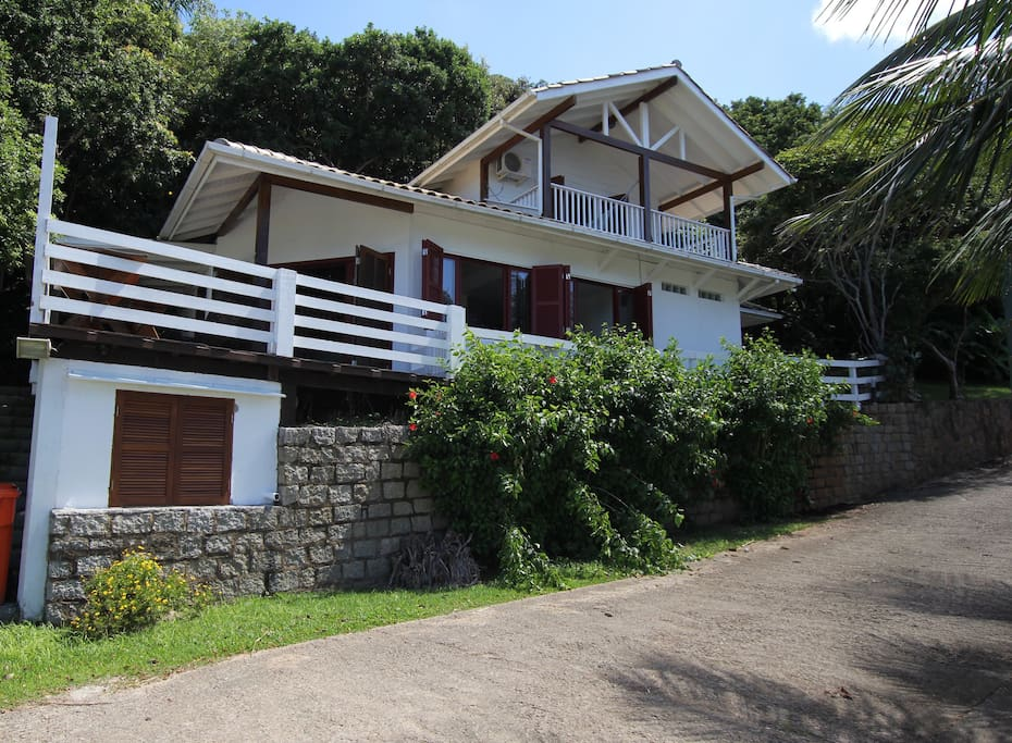 Charming 2bd front ocean house, surrounded by nature with private beach access.