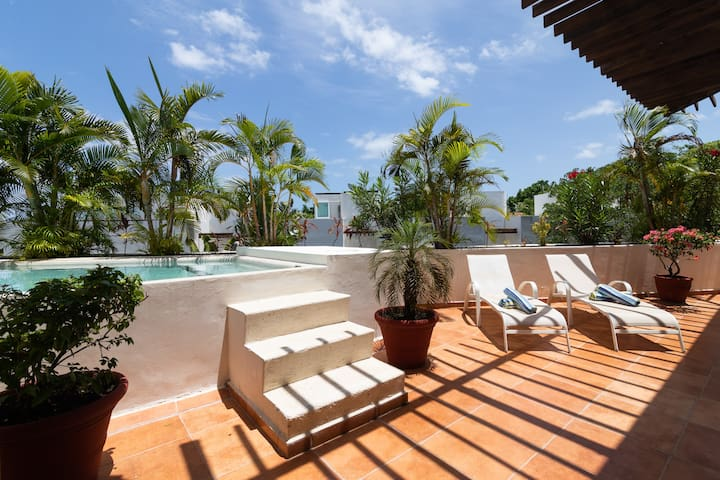 2 bdrm  Penthouse on 5th private pool / Terrace
