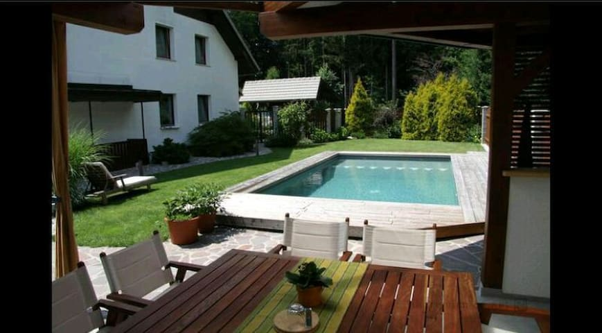 House=Pool and Parking in Kranj - Kranj - Ev