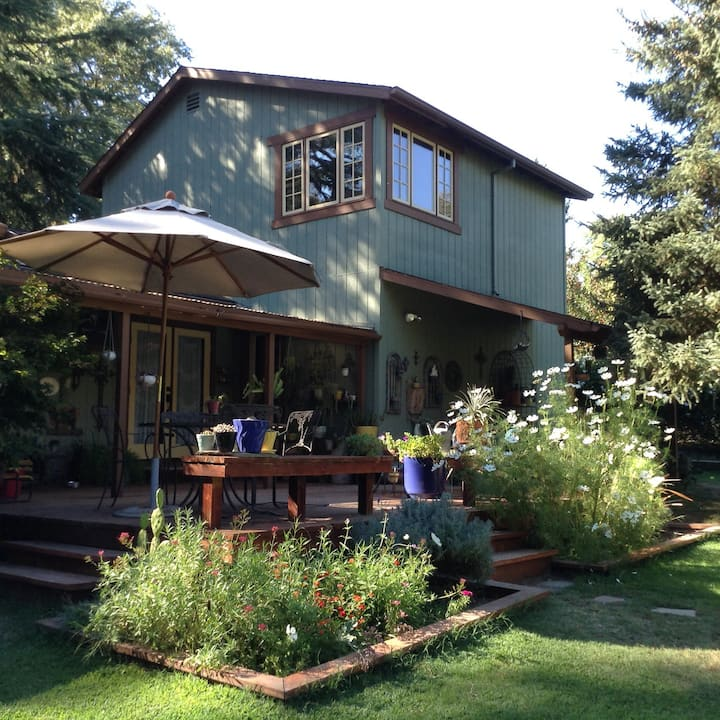 Quiet Wine Country Garden Getaway