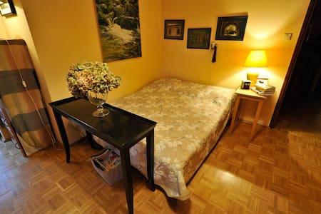 Sunny & Big room perfect for 2 wifi - Warszawa