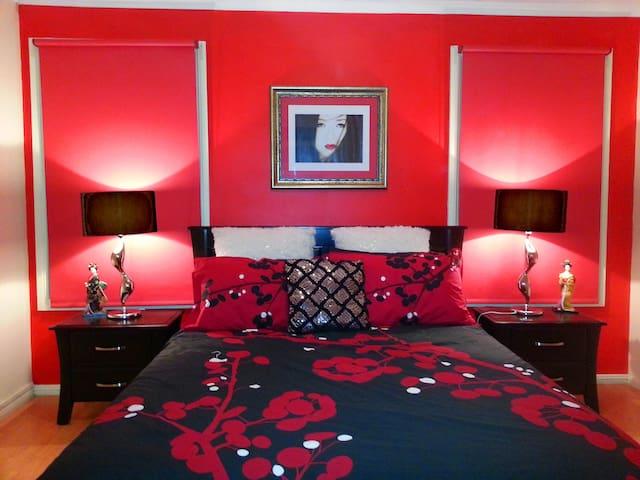 Oriental bedroom. Queen bed with oriental theme