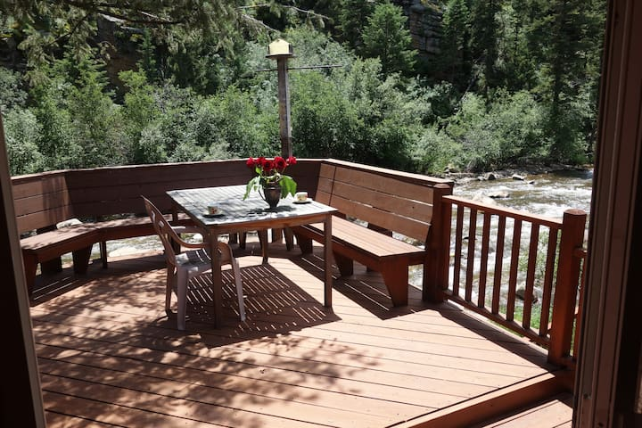 Come Play In Rocky Mountain Park- ROMANTIC RETREAT