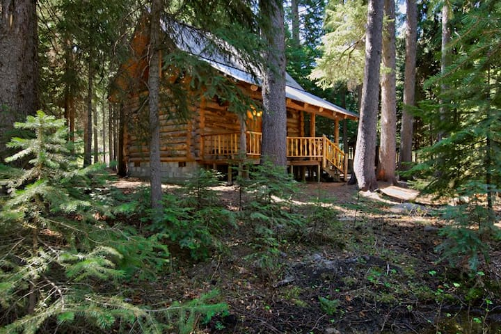 Log Cabin on Tumalo Creek - Bend - Cabaña