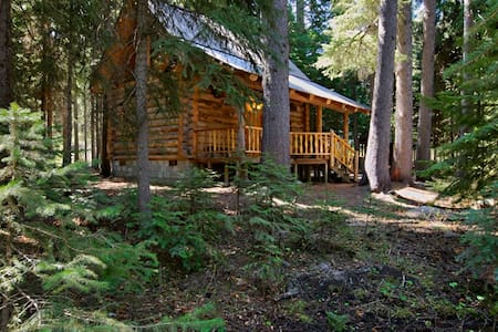 Log Cabin on Tumalo Creek - Bend - Blockhütte