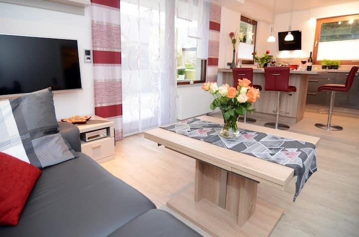 Modern eingerichtete Ferienwohnung mit Terrasse