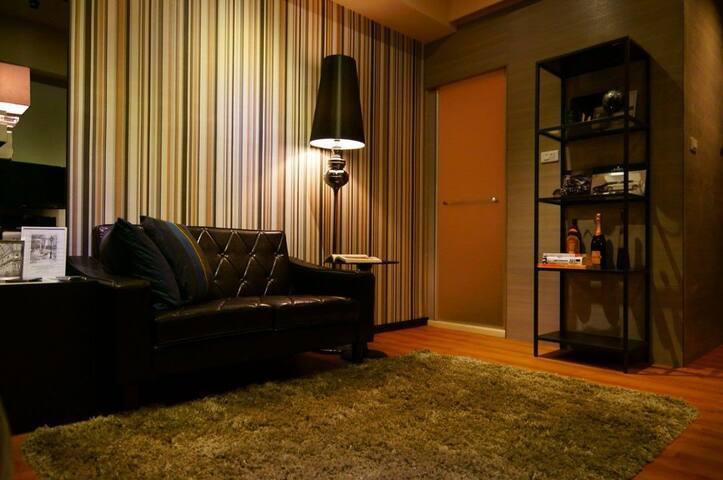 黑色爵士風情皮製沙發