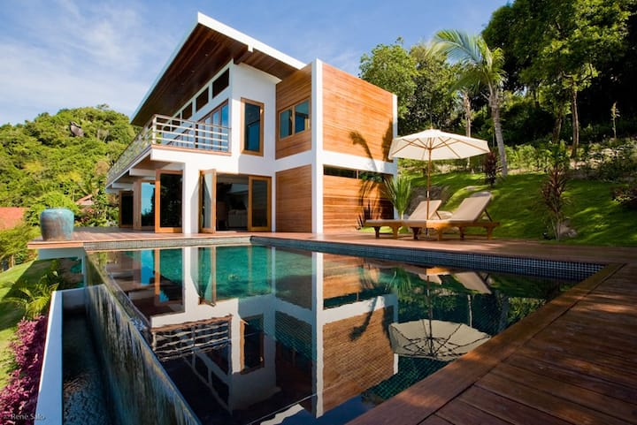The Hideaway-Contemporary Waterfront Villa