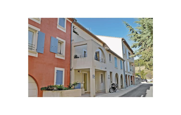 Holiday apartment with 2 bedrooms on 75 m² in Le Beausset