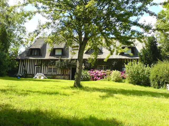Longère en Chaume 24KM DEAUVILLE - Bonneville-la-Louvet - Hus