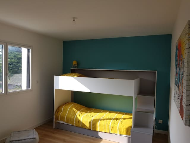chambre  4 (étage lit superposé)