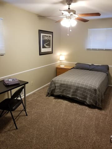 Clean & comfortable room in quiet neighborhood. BR