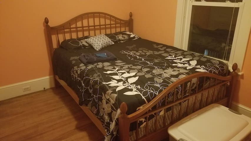 1 Private Bedroom on Hayford Park.  Walk downtown.