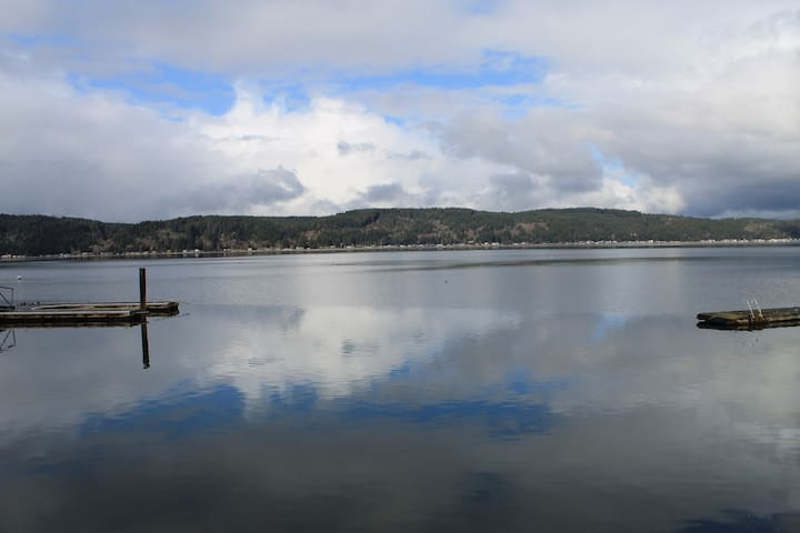 Hood Canal waterfront, hot tub, paddle & row boat - Belfair - บ้าน