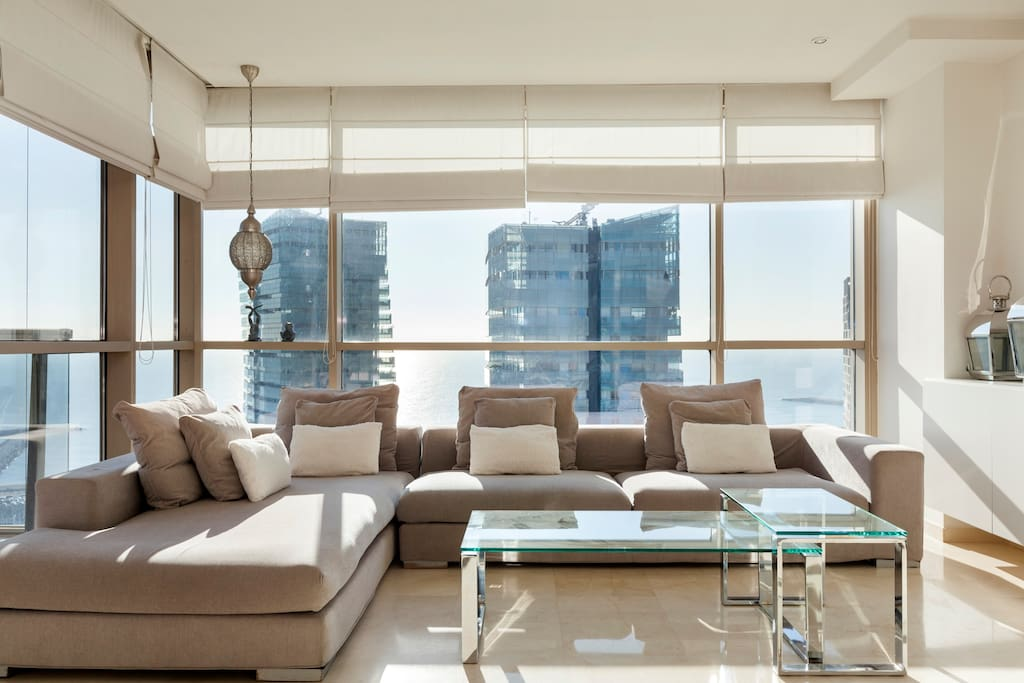 Living room with the best sea views!