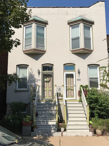 Lafayette Square Condo, 1 mile to Downtown!