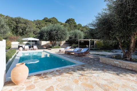 Avlaki Cottage with private pool 1' walk to beach