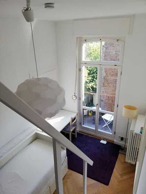TOP LAGE - Helles Zimmer mit 2 Betten