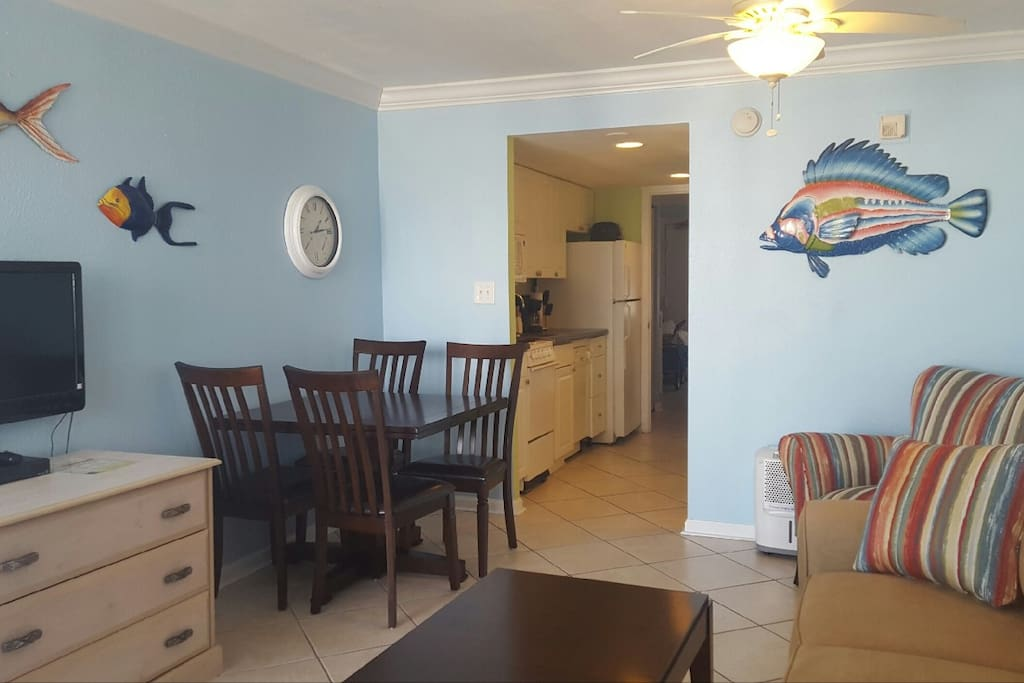 Flat screen tv and dining area for 4.