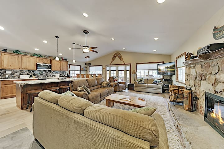 Luxe Remodeled Alpine Escape - Hot Tub, Game Room