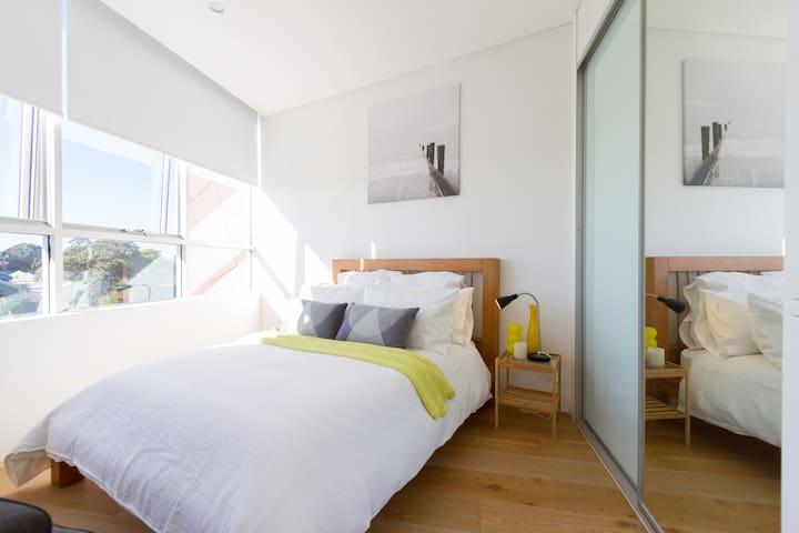 Bedroom with Built in Robes, Harbour Bridge and Anzac Bridge Views!