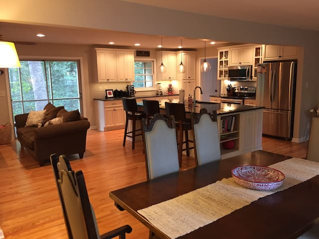 Cozy and convenient 4br/2ba home in Oak Park - Raleigh - Hus