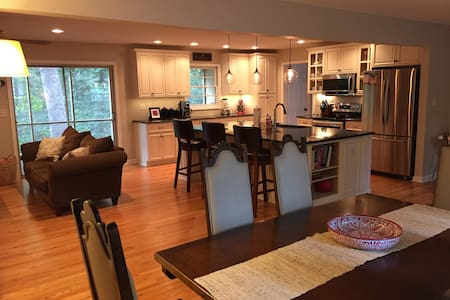 Cozy and convenient 4br/2ba home in Oak Park - Raleigh