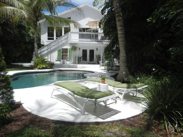 Siesta Key, large family home.