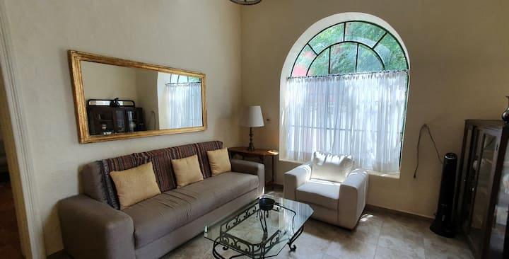 Confortable Depto (Zona Americana y Chapultepec)