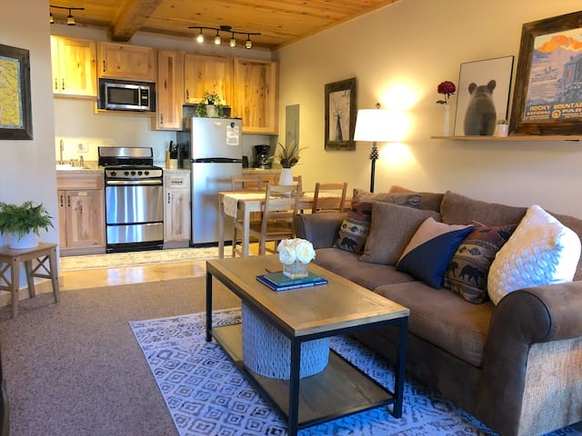 Cozy Condo in the Heart of Downtown Estes