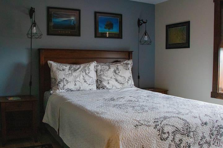 The Orca Whale Room - Admiral's Inn