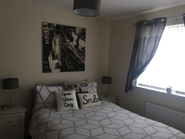 Modern,trendy,immaculate dbl room. - Inverness