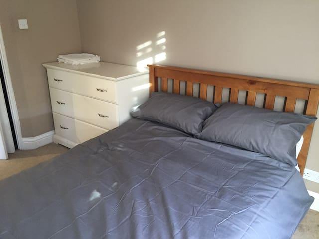 2 Bed 2 Bath Flat SW19
