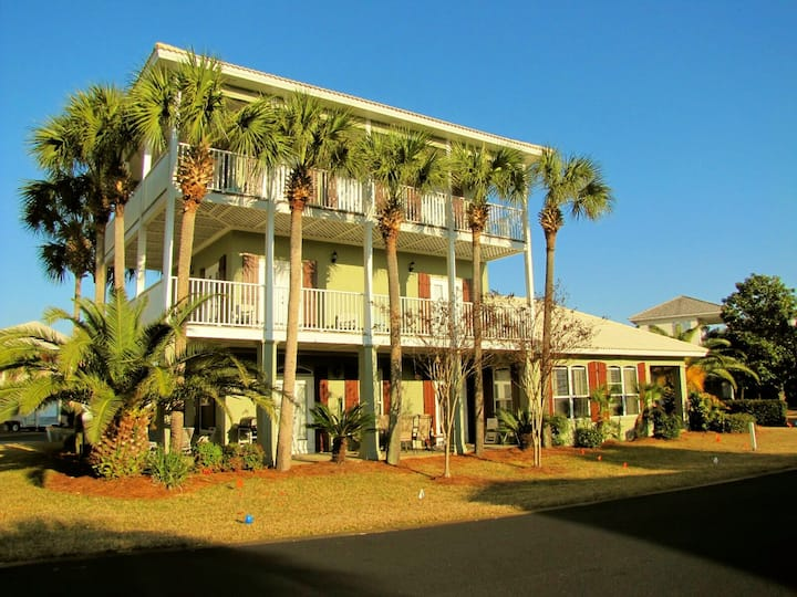 Caribbean Sun*4BR/3.5BA*Sleeps 14*Walk to the Beach!*Closest street to beach
