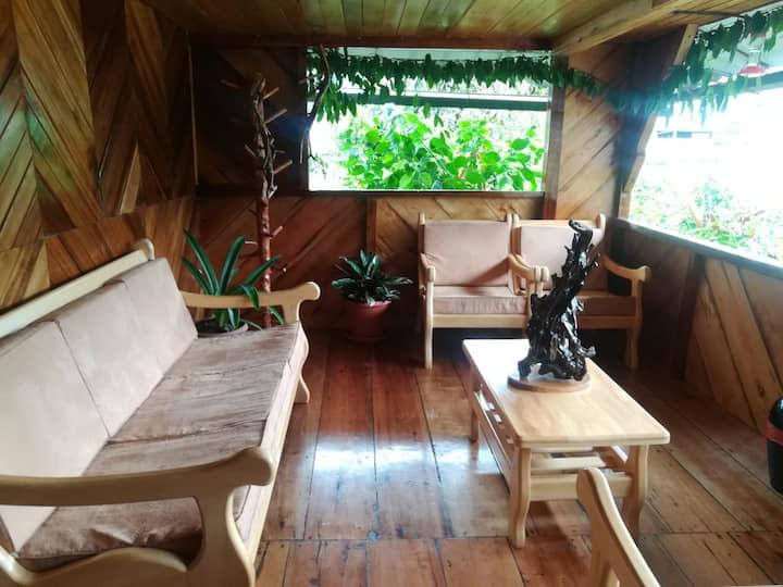 Habitaciones en acogedora casa de madera