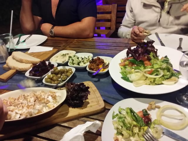 Food... Delicious an very cheap!!!