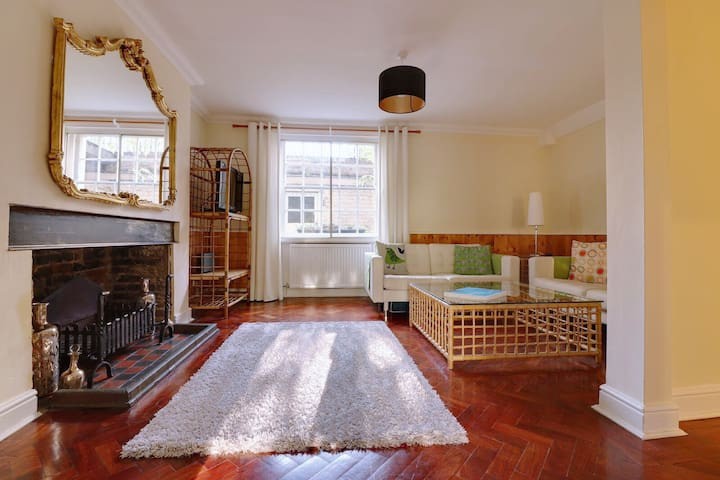 Lovely 2 double bedroom Georgian garden apartment