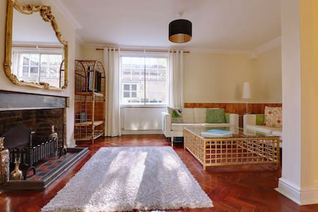 Lovely 2 double bedroom Georgian garden apartment - London