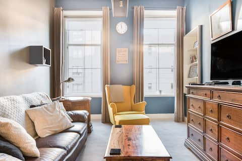 Experience Finnieston from a Cosy, Historical Tenement Flat