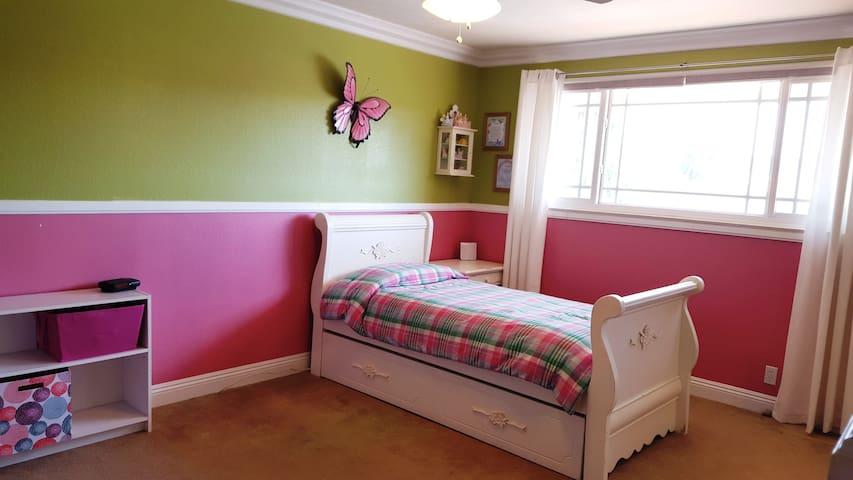 Bedroom #3 twin bed with pull out twin trundle bed