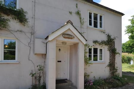 RiverBank Cottage - Devon