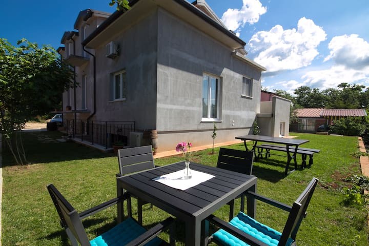 Nice cozy apartment in Karigador - Novigrad - Huoneisto