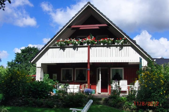 Large Balcony Room with Forest View - Bremerhaven - Bed & Breakfast