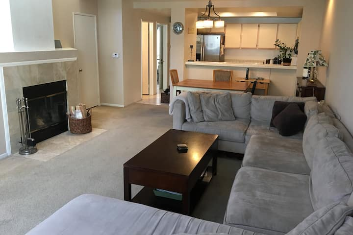 2 bed/2.5 bath Condo in Calabasas