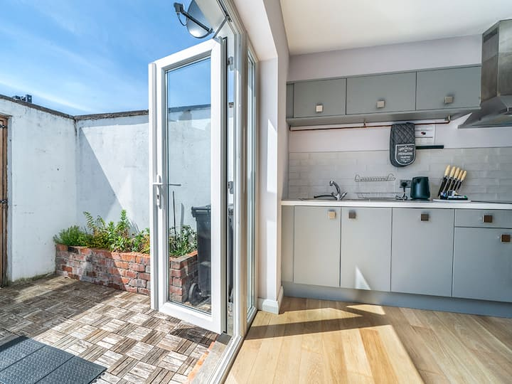 Luxury 2BR/BA Townhouse; Perfect for Longer Stays!