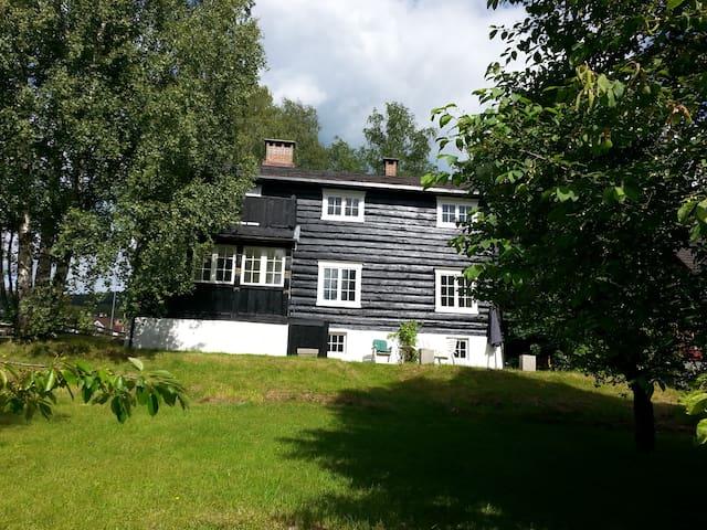 Rom i gammel tømmervilla, sentralt - Lillehammer - Hus