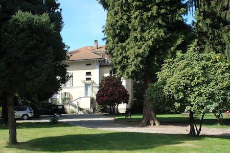 AVilla d'epoca con parco: apartment Lago di Monate - Cadrezzate - Apartamento